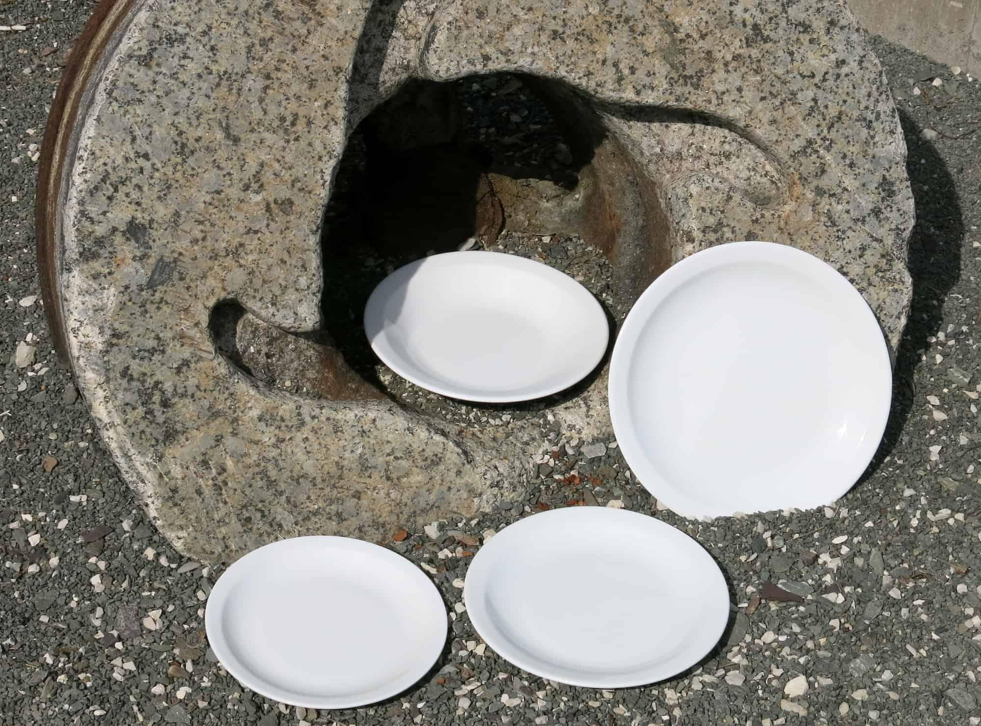 Teller Scandia aus weißem Porzellan für Kindergärten